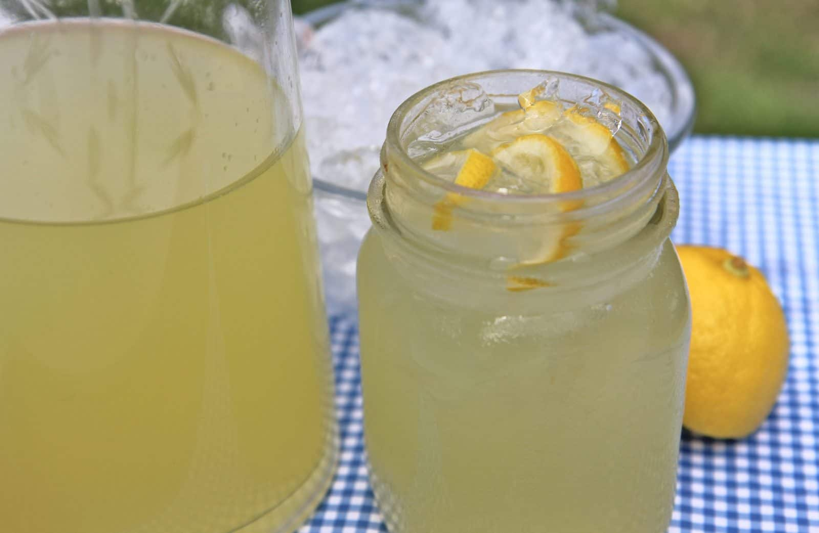 Easy Homemade Lemonade- Old Fashioned