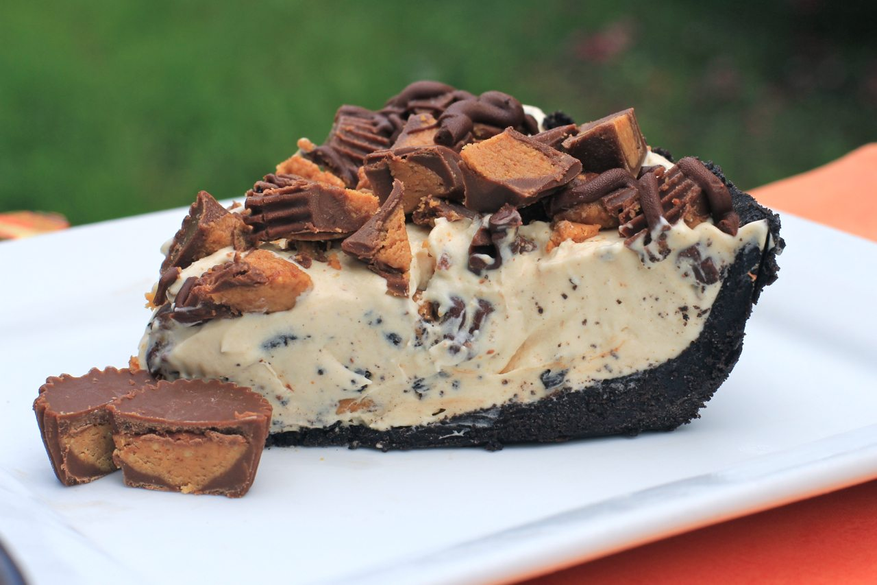 Frozen Reese's Pie ~ No-Bake Dessert Pie | Divas Can Cook