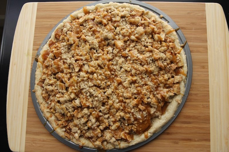 caramel apple crisp pizza