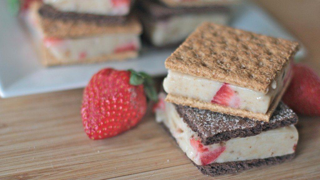 healthy ice cream sandwich recipe (strawberry banana) 4