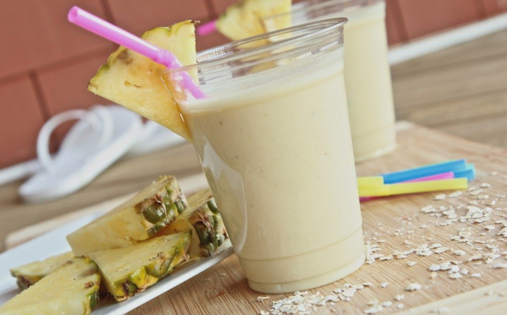 Healthy Pina Colada Breakfast Smoothie (Homemade Protein ...