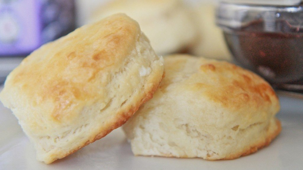 Easy Southern Buttermilk Biscuits Recipe- Fluffy, Tender, Addictive ...