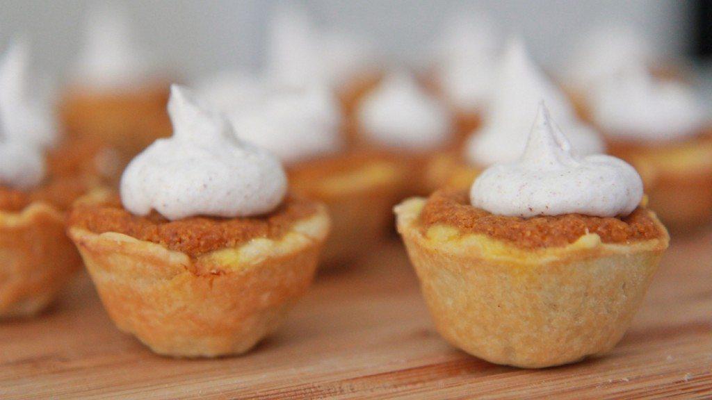 Mini Pumpkin Pies Recipe — Dishmaps