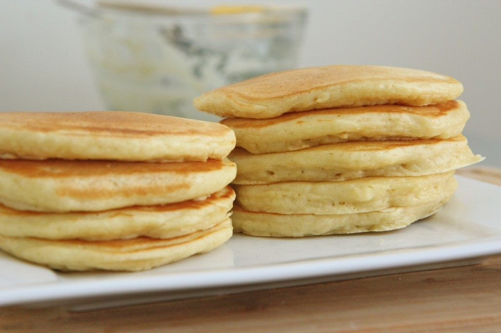 easy fluffy  buttermilk pancakes recipe scratch