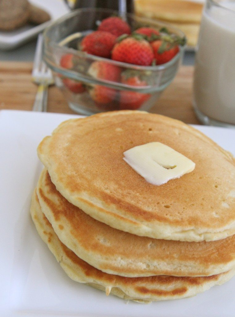 Fluffy buttermilk pancakes recipe divas can cook easy fluffy buttermilk pancakes recipe scratch ccuart Gallery