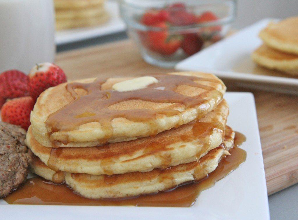easy fluffy  buttermilk pancakes recipe scratch