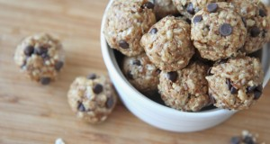Healthy No-Bake Peanut Butter Chocolate Granola Bites (Energy Bites)