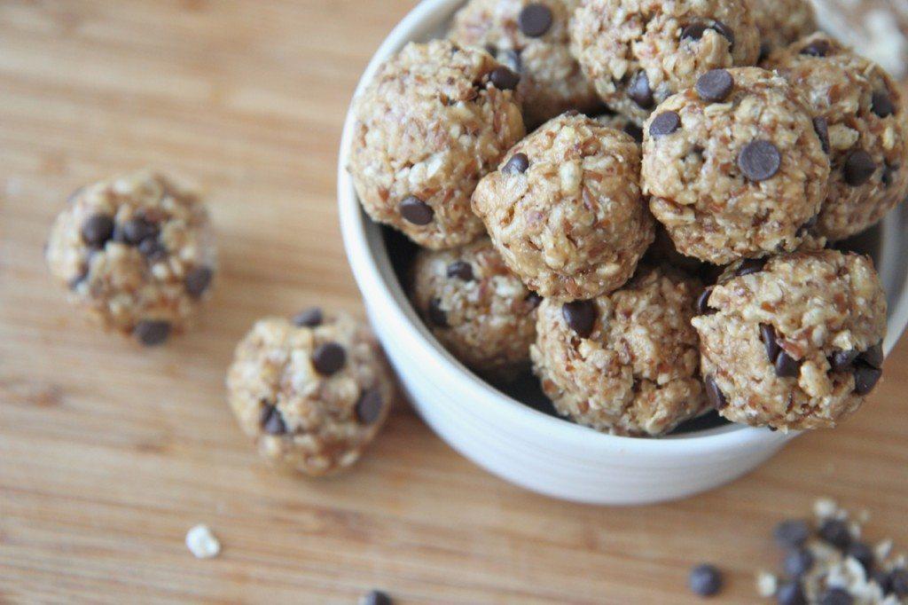 No-Bake Energy Bites! Healthy Peanut Butter Chocolate Granola Snacks