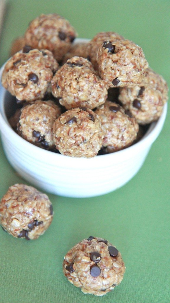 no bake engery bites peanut butter chocolate healthy granola snack recipe 8