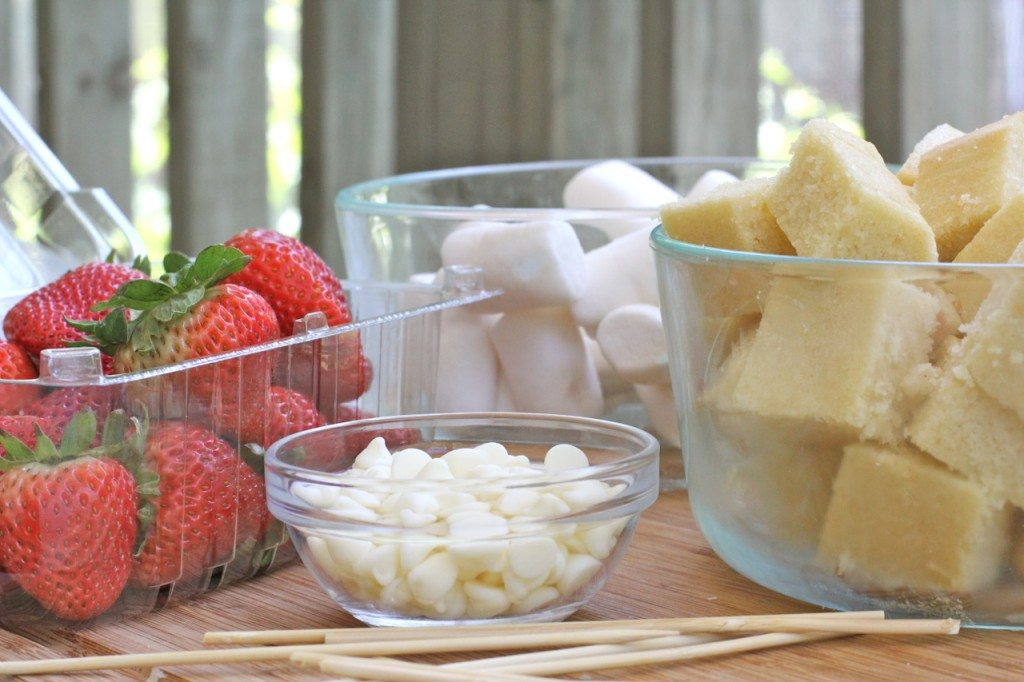 strawberry shortcake dessert kabobs