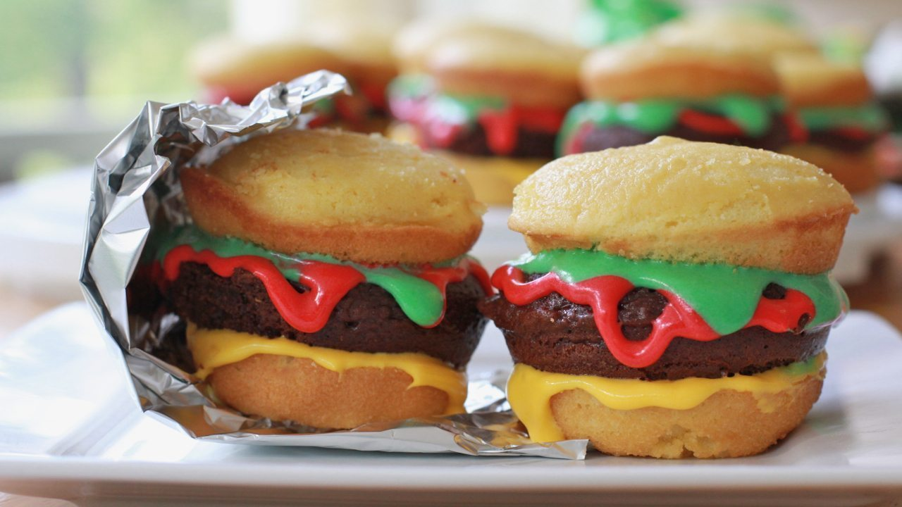 "Easy ""Hamburger"" Cupcakes"