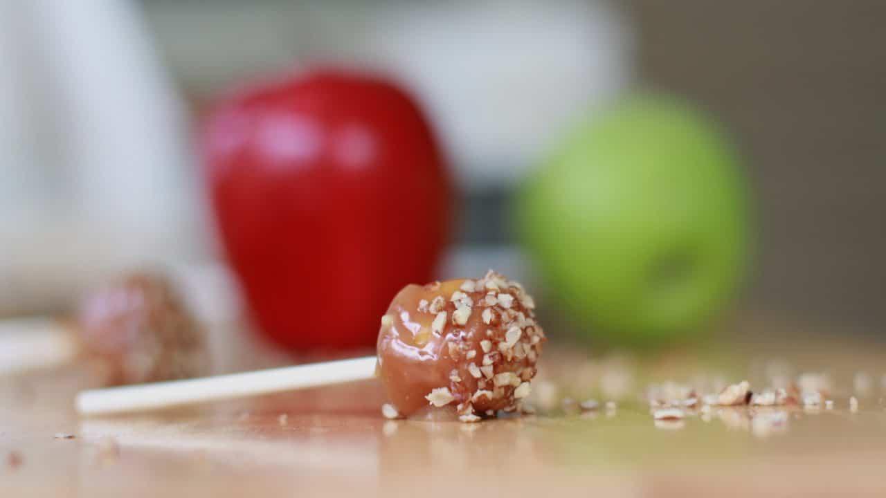 mini caramel candy apple