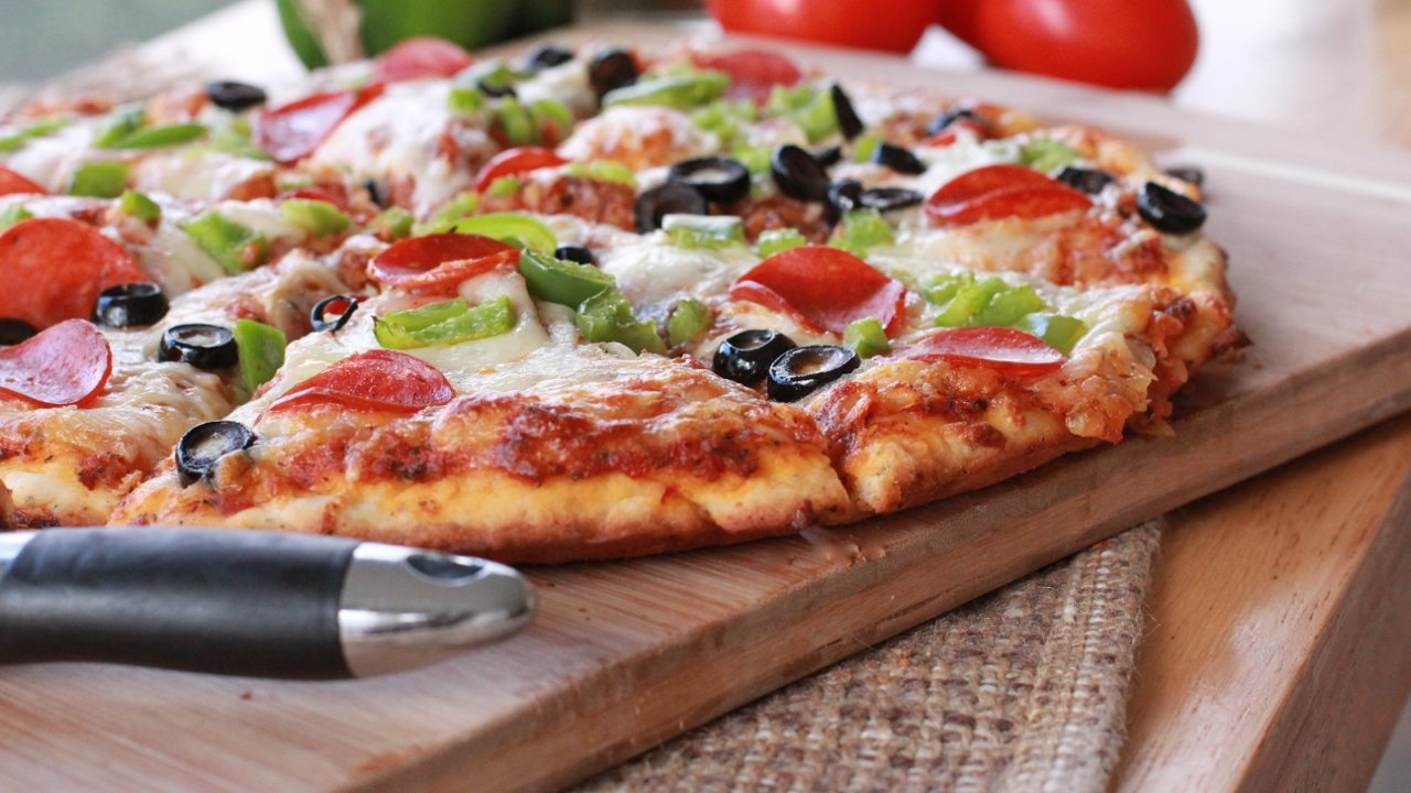 Make quick, easy homemade pizza tonight! Homemade pizza sauce ...