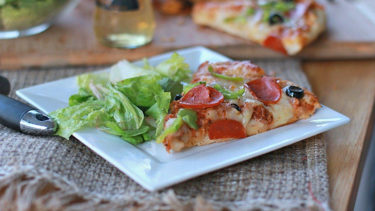 quick easy homemade pizza recipe divas can cook