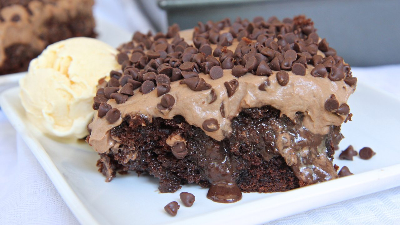 chocolate-poke-cake