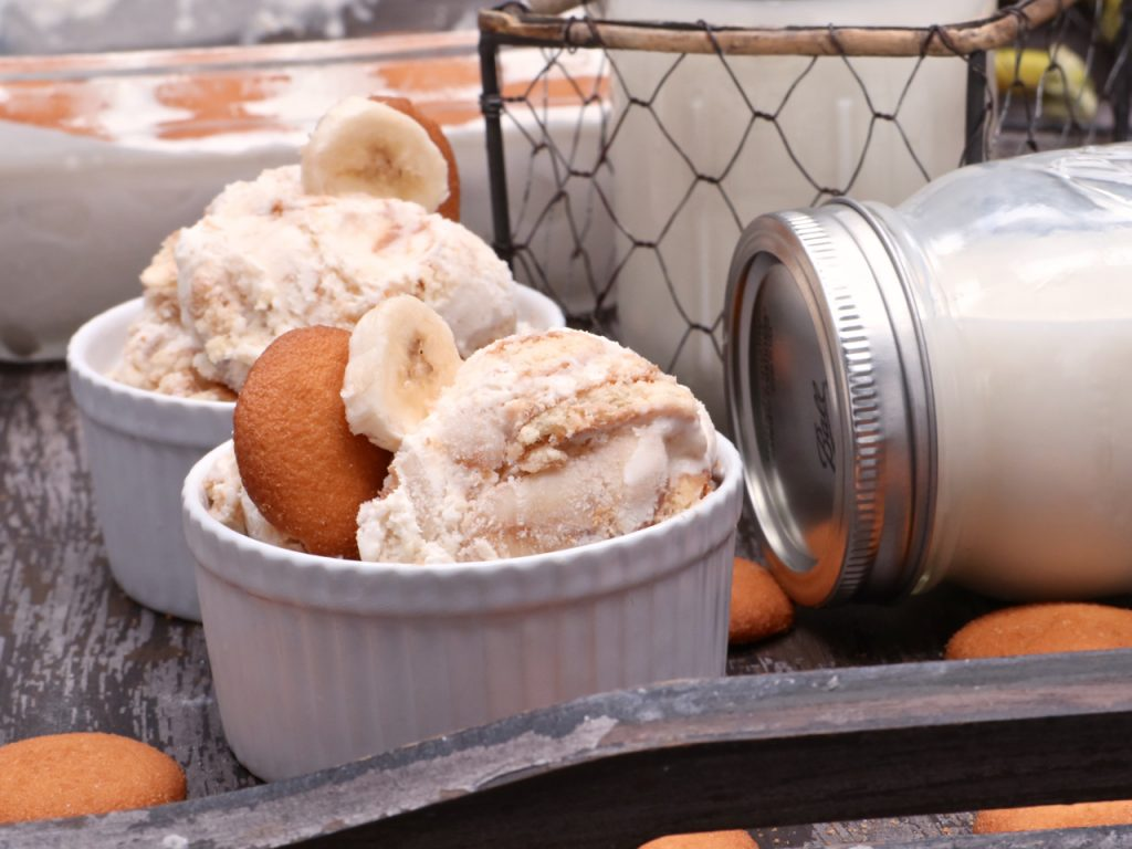 Creamy banana pudding ice cream divas can cook now lets make some banana pudding ice cream if youre like me youll love that this recipe doesnt require eggs or heat yet still creates one creamy ccuart Image collections